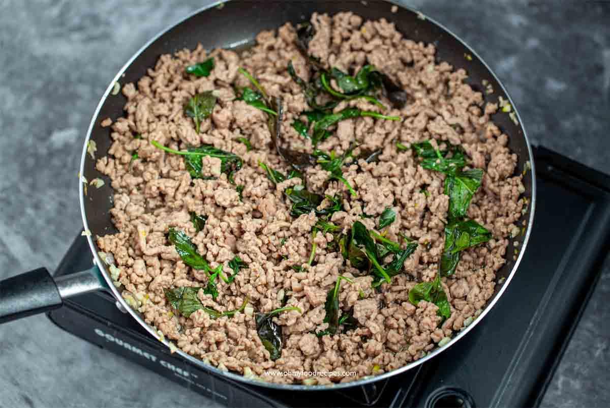 phat kaphrao or pad ka prao in a pan