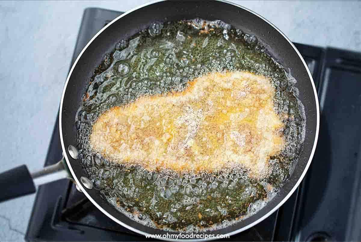 deep frying breaded pork in the oil