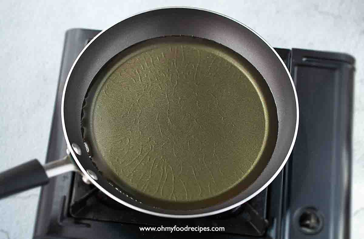 heat up oil in the pan