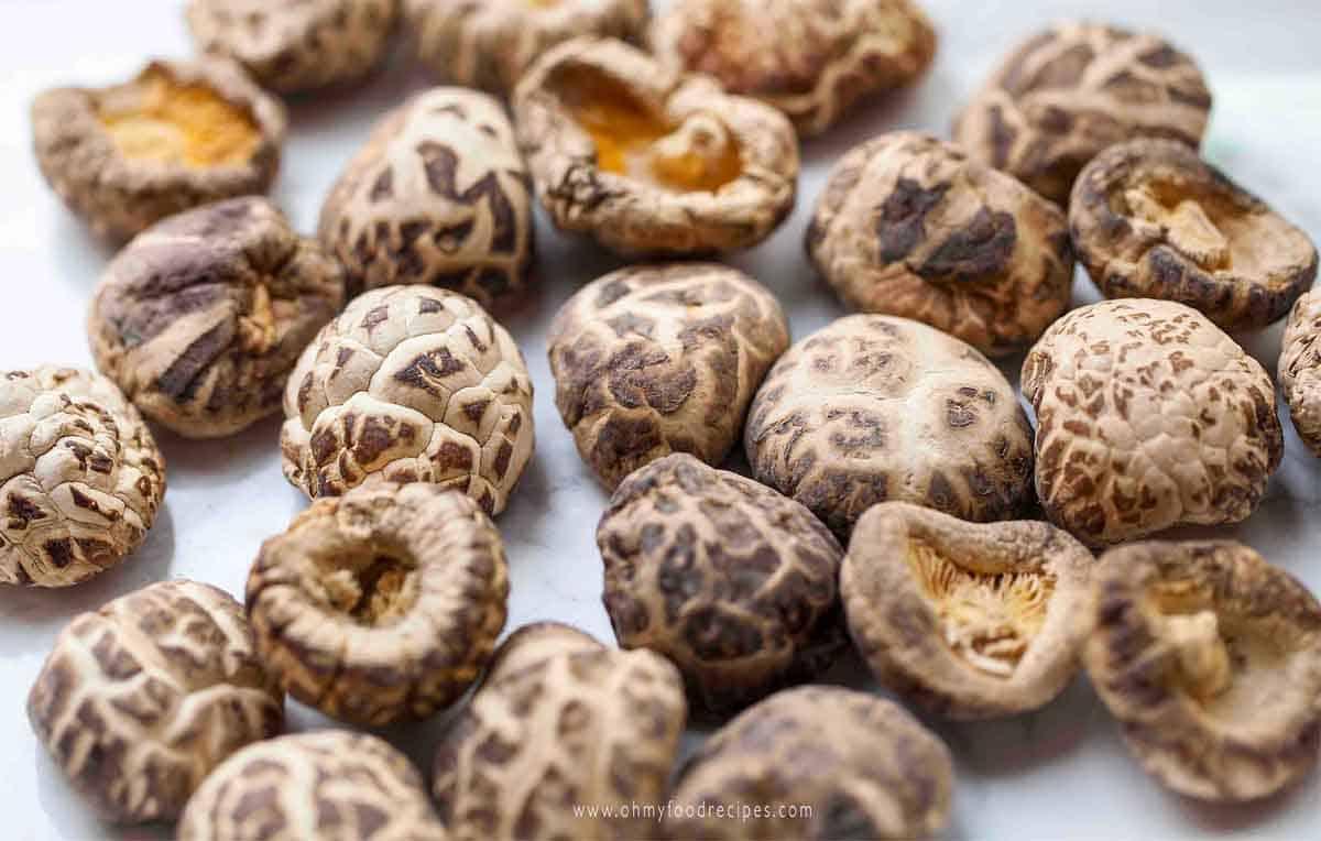 dried black Chinese mushrooms