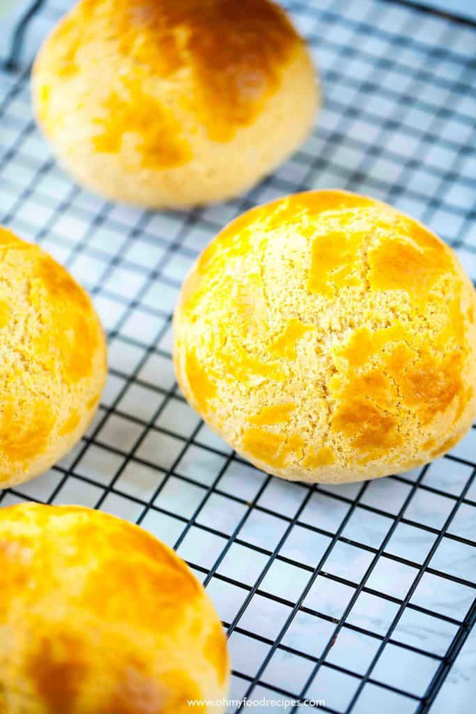 bo lo bao (菠蘿包) or pineapple buns on a rack