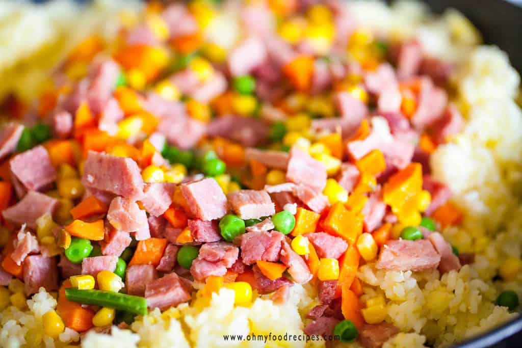 add vegetable and meat to fried rice