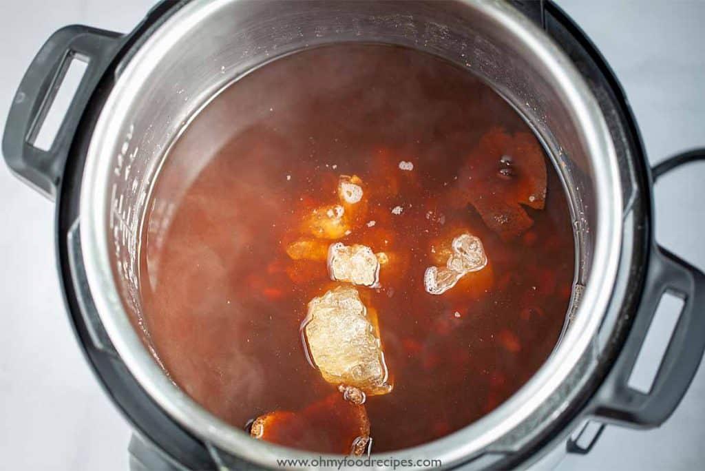 rock sugar in Hong dou tang in pressure cooker