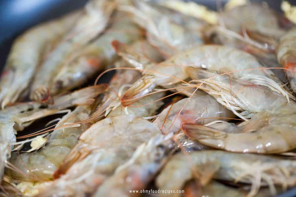 whole raw shrimp or prawns