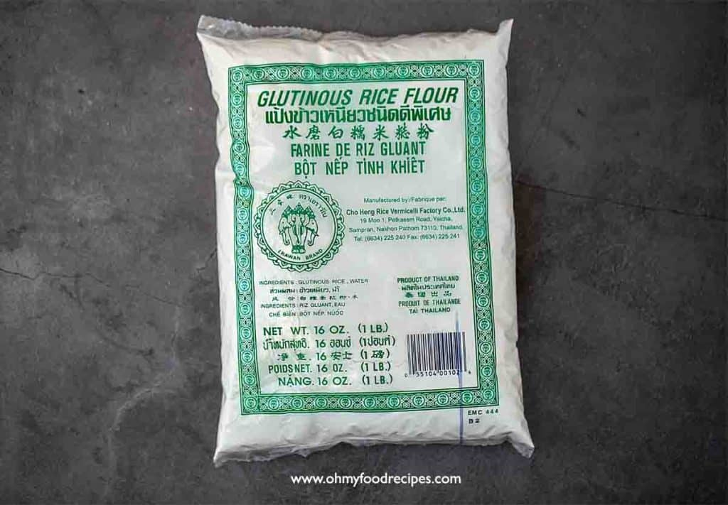 green words on the bag of glutinous rice flour