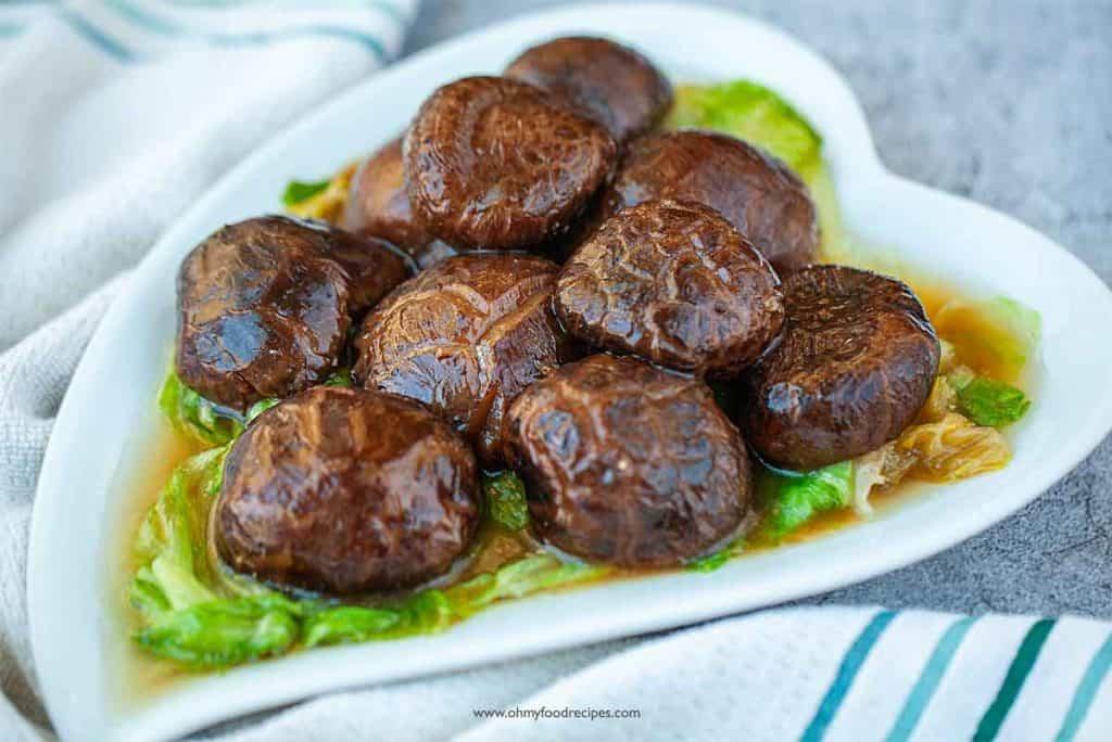 braised Chinese shiitake mushrooms served on lettuce