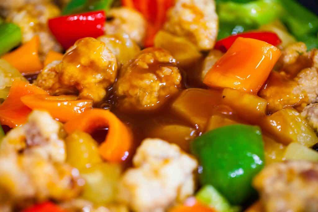 咕嚕肉 sweet and sour sauce mixed with pork and vegetables