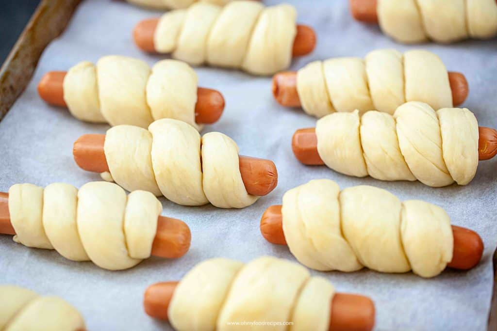 hot dog rolls or buns on cookie sheet