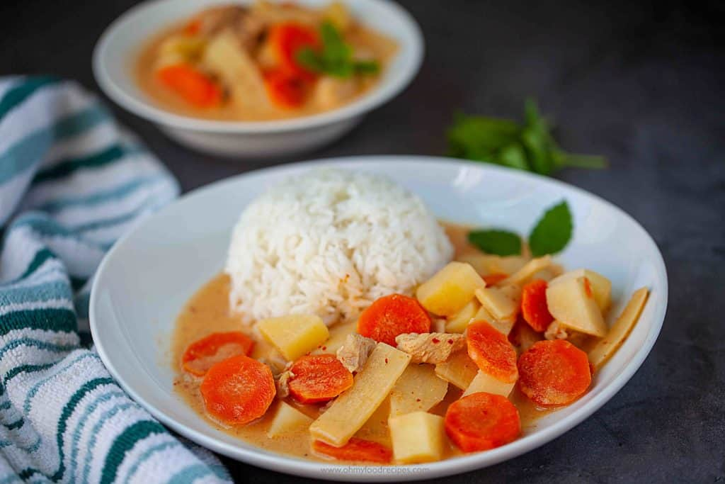 Thai red curry chicken serve with rice
