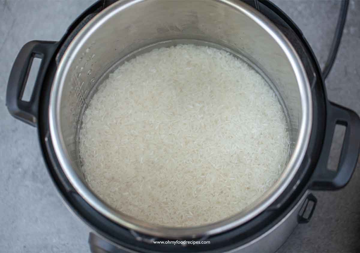 washed rice and water in instant pot