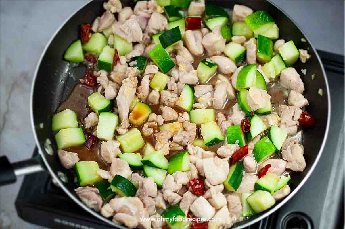 sauce stir fry with chicken and zucchini in the pan