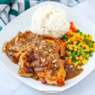 chicken chop with black pepper sauce and serve with mixed vegetables and rice