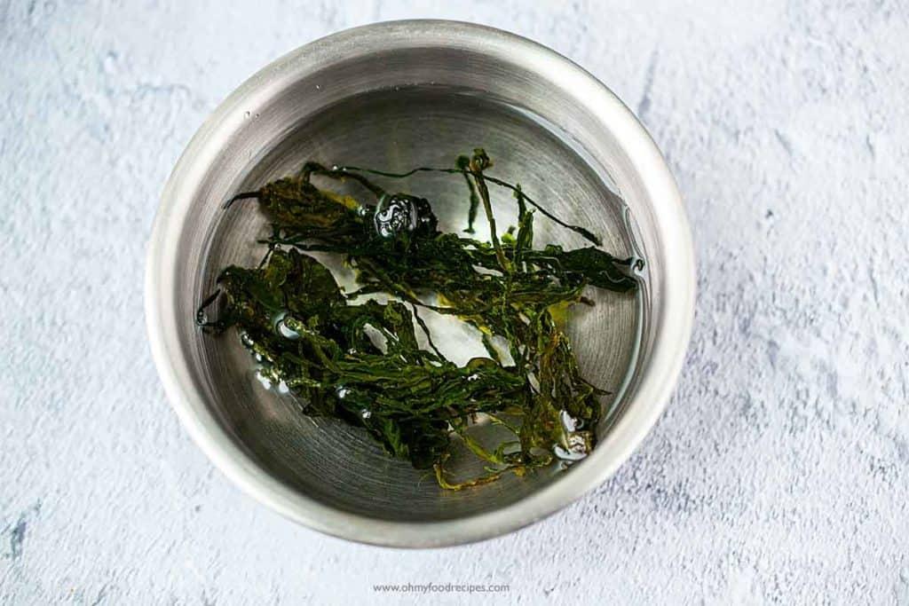 soaking dried seaweed