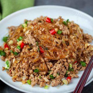 Ma yi shang shu (螞蟻上樹) on a white plate