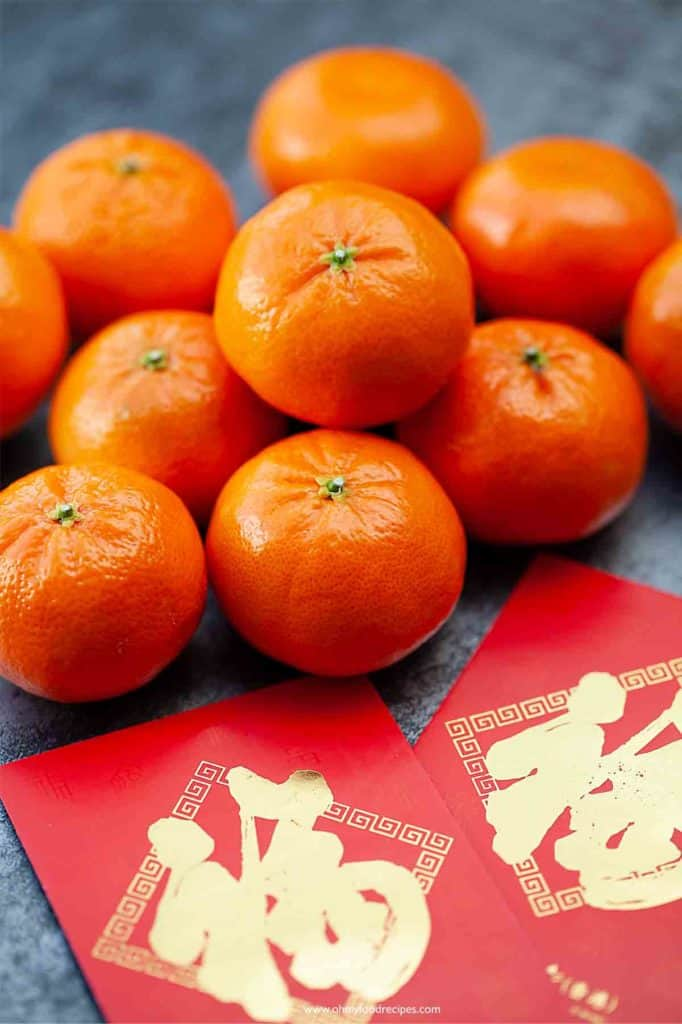 mandarin oranges with Chinese red pockets
