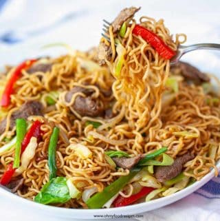 instant ramen noodles stir fry with beef on a fork