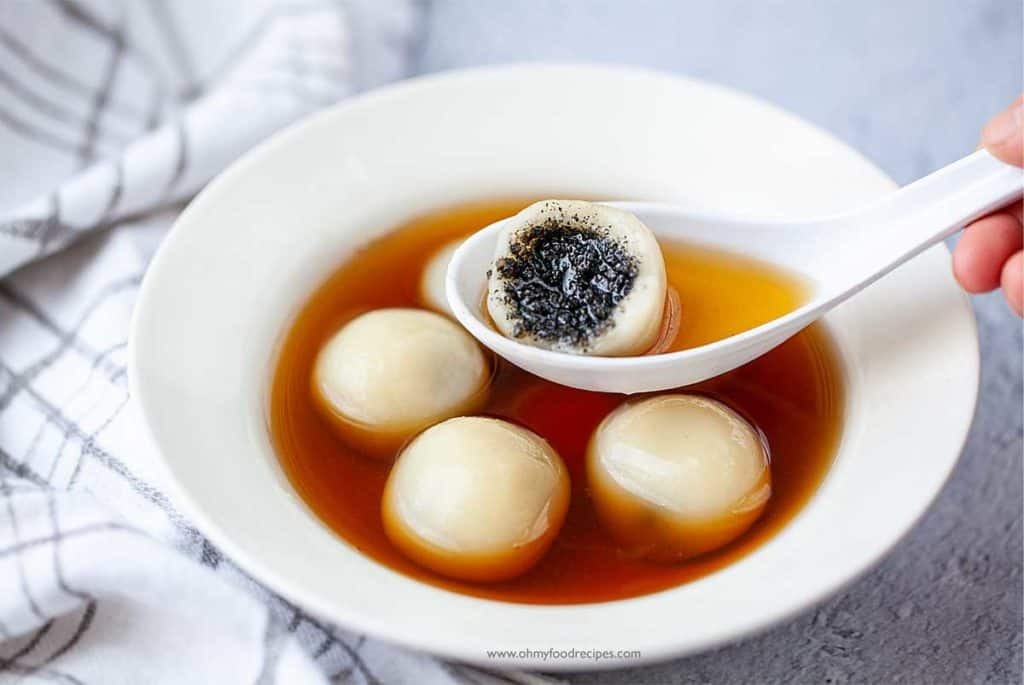 bit off black sesame filling tang yuan