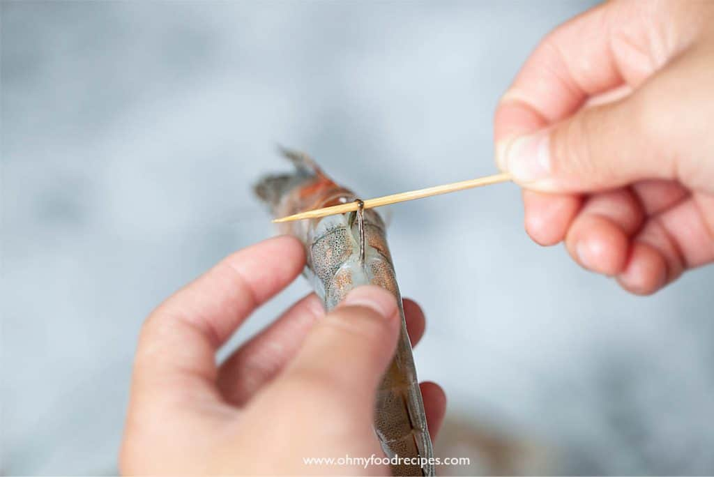 use toothpick to remove the gut on the shrimp