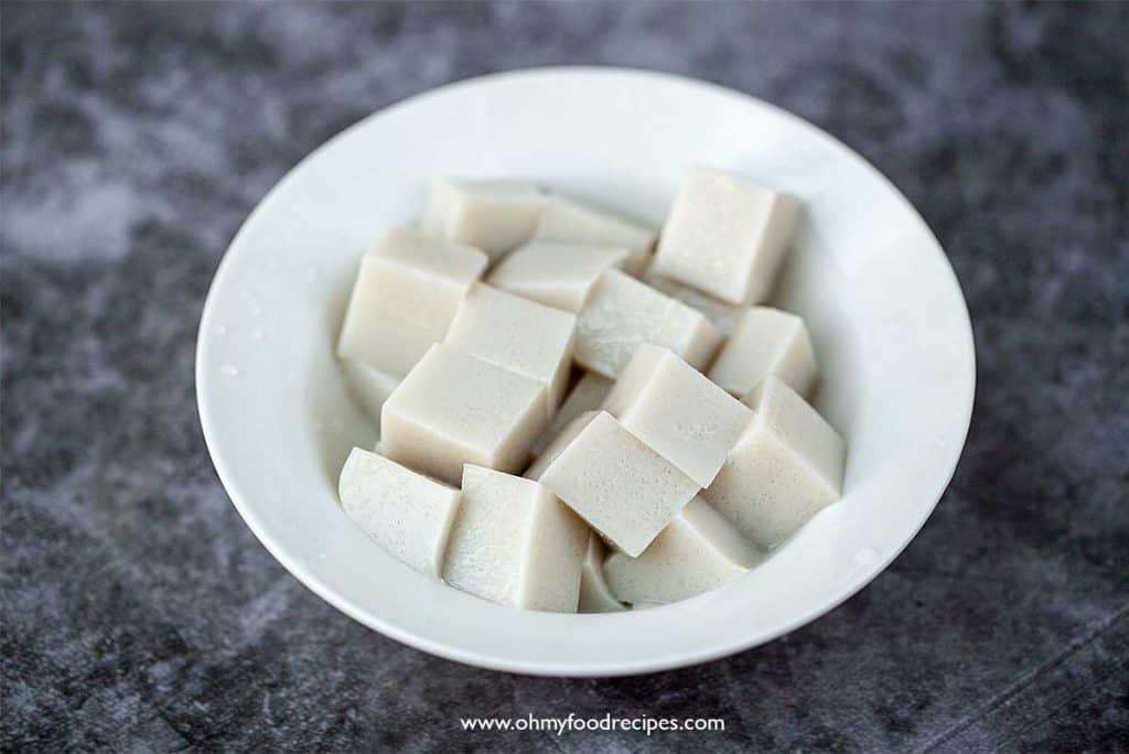 annin tofu cut and put in a white bowl