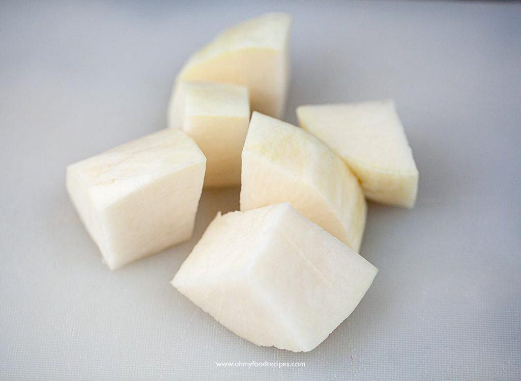 cut and peel off daikon