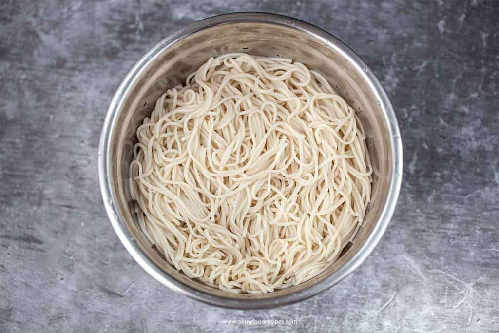 cooked flour noodles in a drainer