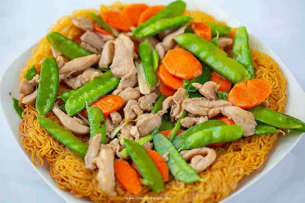 crispy pan fried noodles with chicken and vegetables