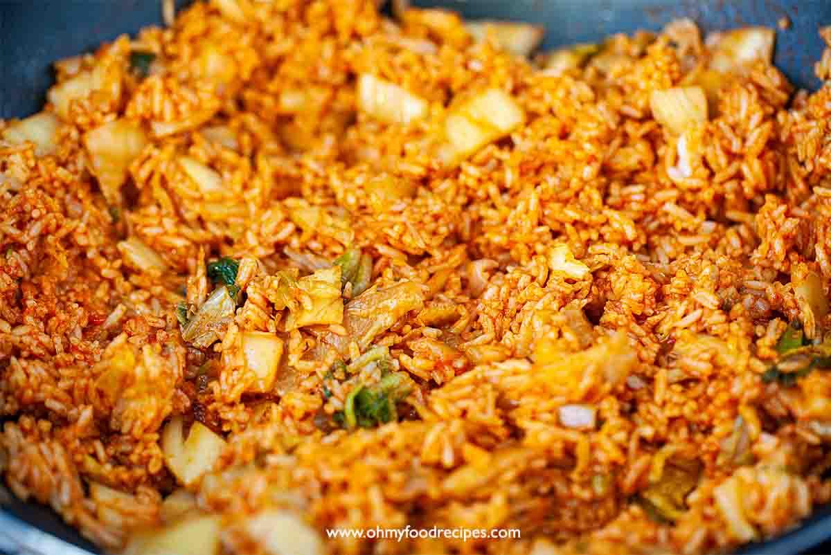 stir fry kimchi rice in the wok