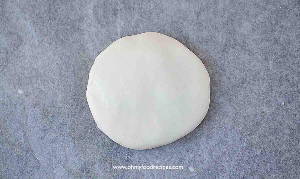 press and flatten the glutinous rice flour dough