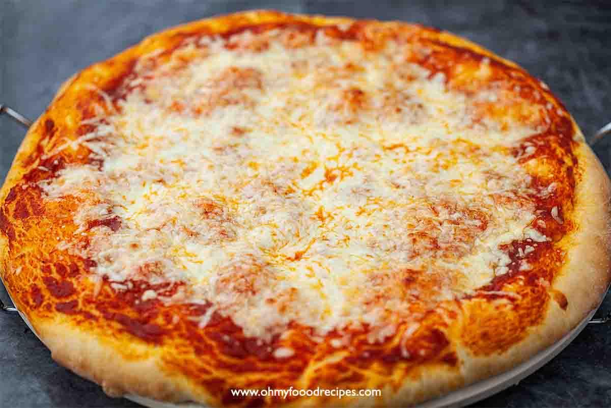 baked big circle cheese pizza