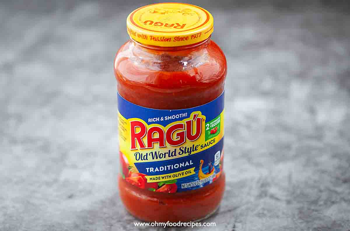 a bottle of red ragu traditional flavor pasta sauce