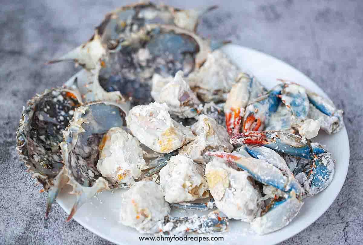 crab parts dust with cornstarch