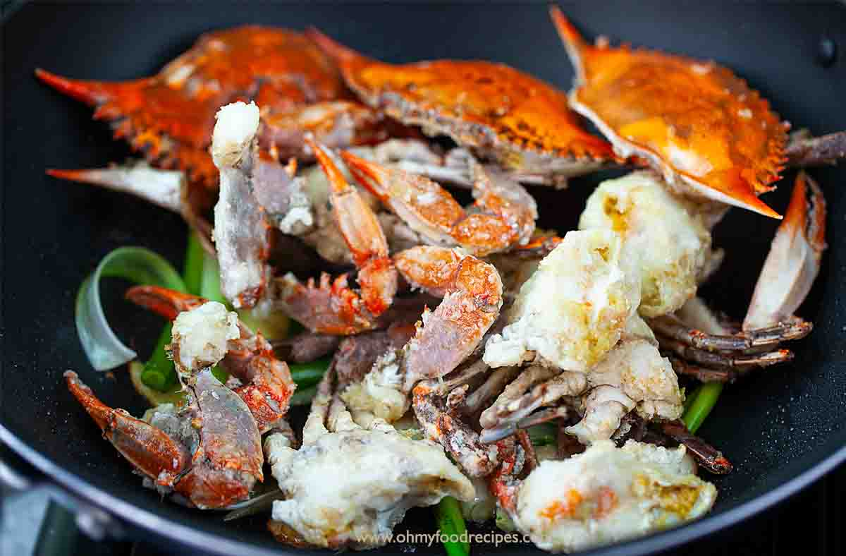deep fired crab in the wok with ginger scallion