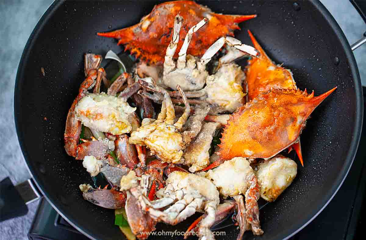 sauce with deep fried crab and ginger scallion in the wok